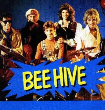 Bee Hive significa Alveare, sapevate? Tralatro la band si è riuniuta recentemente!