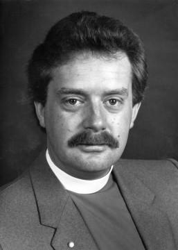 Il reverendo Paul da giovane. Sbaglio o con quel mustacchio ricorda molto Walter White?