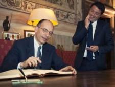 Letta che controlla se Renzi è già stato interrogato