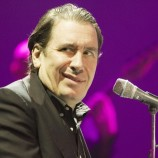 jools-holland-performing-live-02