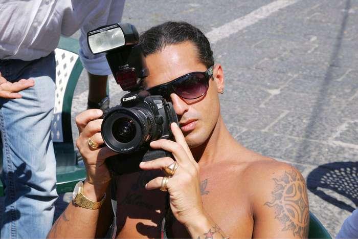 """Fabrizio Corona al """"lavoro""""."""