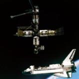 755px-Atlantis-MIR-GPN-2000-001071