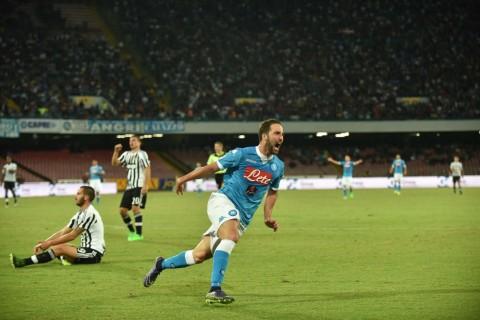 Higuain esulta dop un gol alla Juventus - Foto IPP/Felice De Martino
