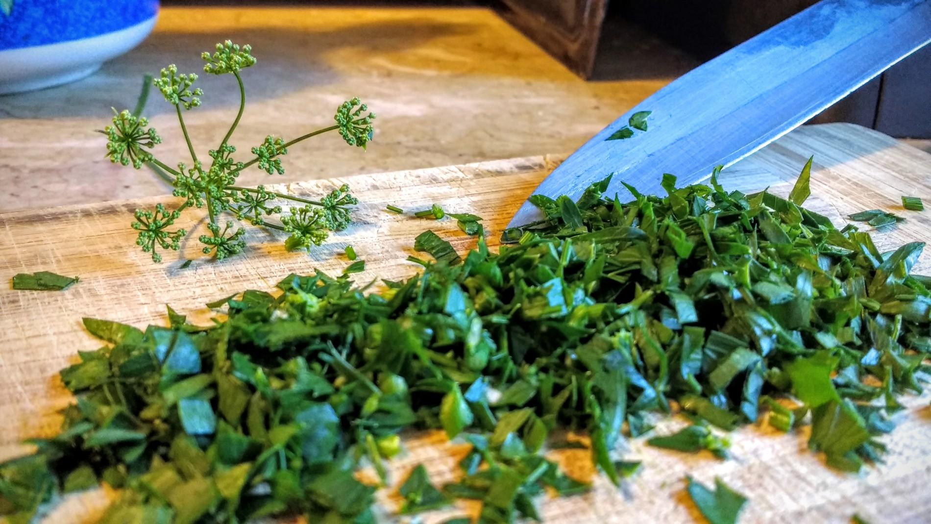 Conservate anche un fiore o un gruppetto di foglie per guarnire il vostro piatto di portata.