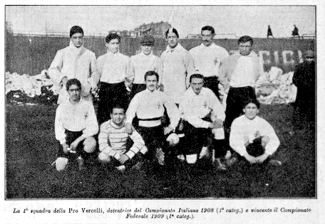 I vercellesi del secondo titolo, stagione 1909. (Immagine di pubblico dominio, Wikimedia Commons)