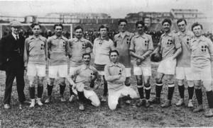 La nazionale del 1913, Italia-Belgio. (Immagine di pubblico dominio, Wikimedia Commons)
