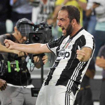 Higuain esulta dopo la prima rete con la maglia della Juventus - FOTO: profilo ufficiale Facebook Gonzalo Gerardo Higuain