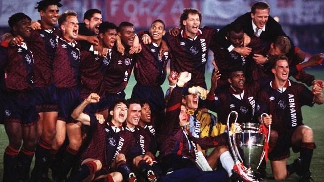 L'Ajax del '95 che festeggia la Champions League vinta contro il Milan a Vienna, foto: bongarts