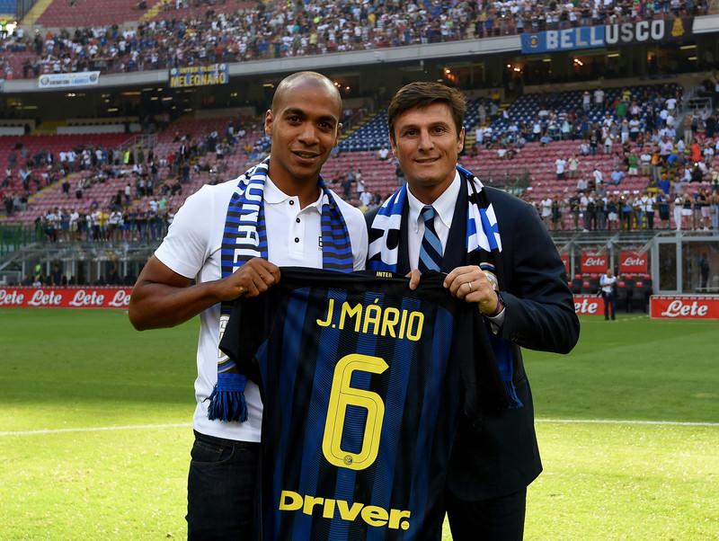 João Mário a San Siro con Javier Zanetti poco prima di Inter-Palermo, foto: inter.it