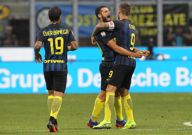 Mauro Icardi e Antonio Candreva festeggiano il gol del pareggio contro il Palermo, foto: inter.it