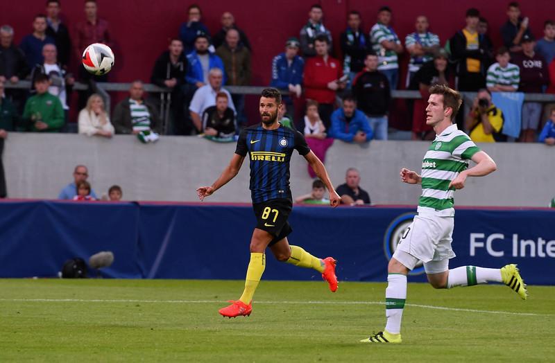 Antonio Candreva che mette a segno il gol del 2-0 contro il Celtic, a Limerick, Irlanda. foto: sportmediaset.it