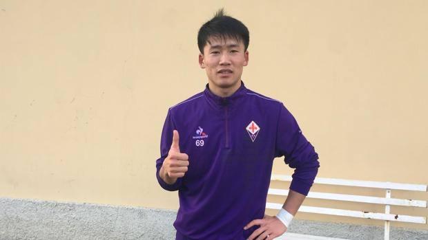 Song Hyok Choe con la maglia della Fiorentina