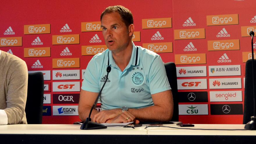 Frank de Boer durante una conferenza stampa all'Ajax, foto: ajax.nl