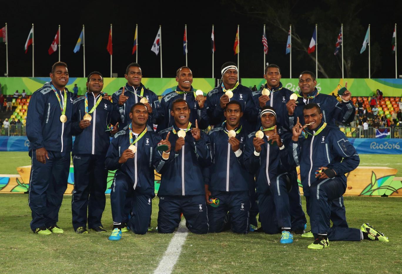 La nazionale figiana di rugby che mostra l'oro olimpico. Photo: Gettyimages