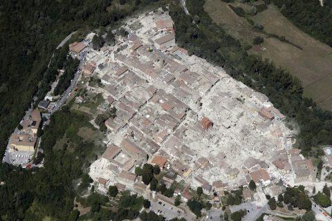 Terremoto Amatrice, 24 agosto 2016 (AP Photo/Gregorio Borgia)