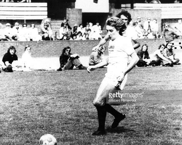 Un giovane Rod Stewart gioca a calcio ad Amsterdam, foto: gettyimages