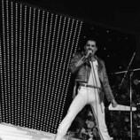220px-Freddie_Mercury_Sanremo_1984