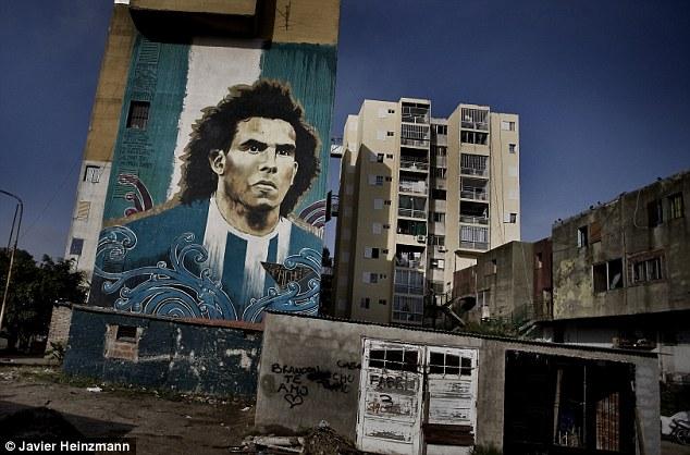 Murales a Fuerte Apache raffigurante Carlos Tévez con la maglia della nazionale Argentina, foto: