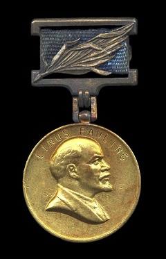 Nel 1972 Allende venne insignito con Leonid Brezhnev del Premio Lenin per la Pace