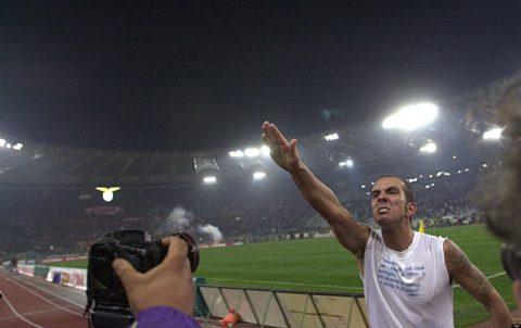 Di Canio mentre fa il saluto romano ai tifosi - FOTO: Agf