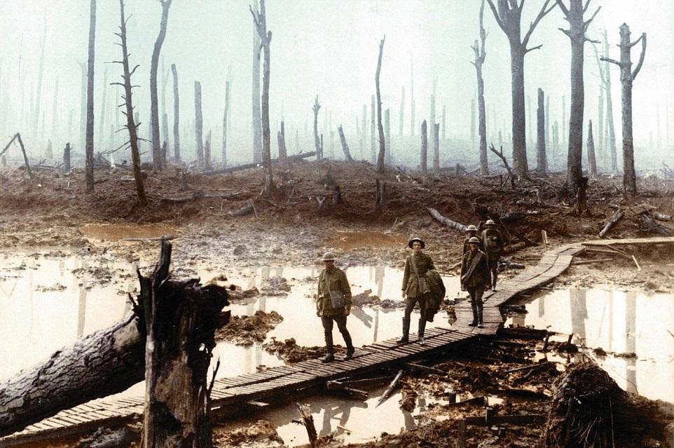 Soldati Britannici in trincea, foto colorizzata.