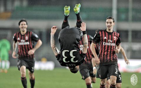 Kucka fa una cosa chepropriomammamia, ottenendo l'approvazione di De Sciglio e Romagnoli - FOTO: AC Milan