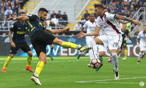 Candreva calcia con precisione la gamba di un avversario - FOTO: Inter FC