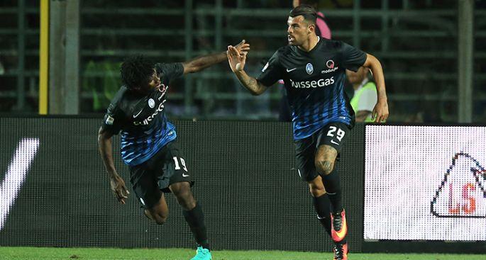 Andrea Petagna festeggia un gol con il compagno di squadra Kessie, foto: atalanta.it