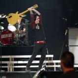 billie_joe_armstrong_green_day_iheartradio_guitar_smash
