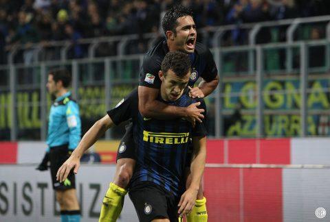 Eder prova ad abusare sessualmente di Perisic, che non sembra gradire - FOTO: Inter FC