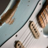 Non mollare la chitarra. Te lo chiede la Fender