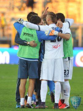 Serie A 11° turno: San Lukasz Skorupski festeggiato dai compagni