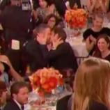 Ryan-Reynolds-Andrew-Garfield-kiss
