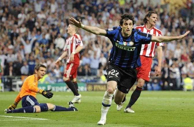 Diego Milito esulta al gol del 2-0 nella finale di Madrid contro il Bayern Monaco